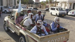 Yemen's Aden braces for fight with Houthis and old foe Saleh