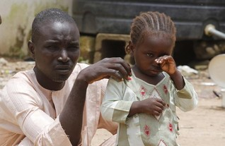 Nigeria violence pushes refugees and cholera across borders