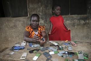 Bank on poor women and phones to drive growth in Africa, experts say