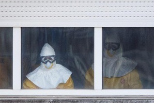 U.S. quarantines 'chilling' Ebola fight in West Africa -MSF