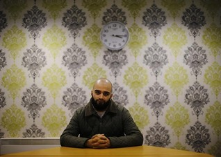 INSIGHT-For many young British Muslims tug of peace is stronger than pull of war