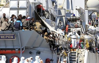 Italy says 200,000 migrants may arrive by sea this year