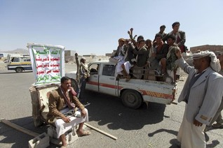 Houthis block Yemen army chief, accuse president of corruption