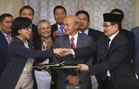 Philippines, Muslim rebels agree to peace pact