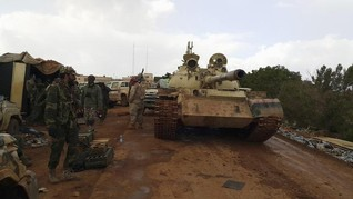 Rival Libyan forces carry out air strikes before UN talks