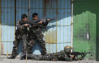 Philippine offensive against Muslim rebels displaces thousands