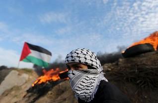 Israeli forces kill 2 Palestinian assailants; Netanyahu strategy debated
