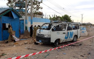 Somali Islamists kill government official, bomb AU convoy