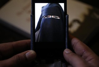 Islamic State uses social media to groom British Muslim girls - think tank