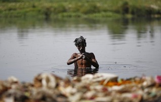 India minister blames climate change for deadly heatwave, weak monsoon