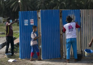World's poorest gain access to water, but not toilets