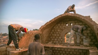 For green, comfortable homes, Mali turns to mud