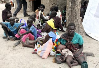 Fighting stops aid reaching starving South Sudan children-charity