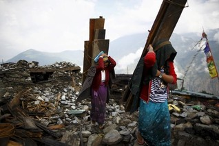Nepalis return to quake epicentre to rebuild stone by stone