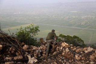 Syrian troops, Russian jets launch attack in Ghab Plain