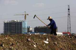 "Chinese city probes ""AIDS demolition team"" threatening residents"