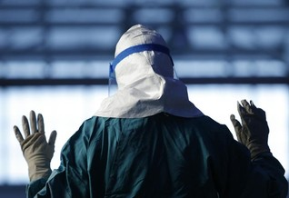 Don't let quarantine hysteria deter Ebola health workers: U.N.
