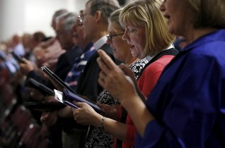 U.S. Episcopalians vote to let gay couples wed in churches