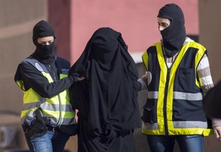 "Western women who join Islamic State defy ""jihadi bride"" stereotype-report"